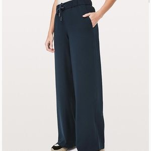 Lululemon blue On the Fly Wide-Leg Pant size 4